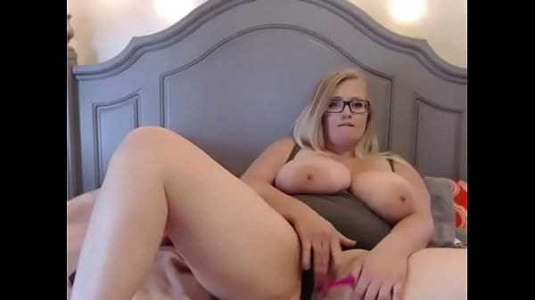 Chubby busty webcam girl with hitachi